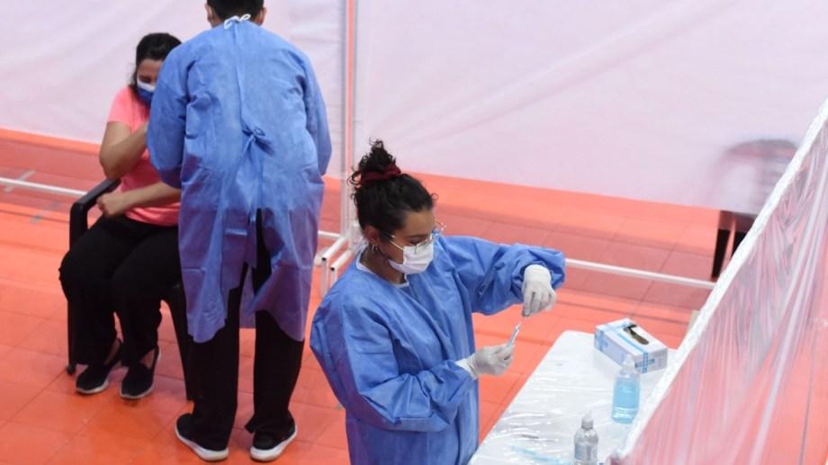 Neuquén continúa con el plan de vacunación para el personal de salud. Foto: Florencia Salto