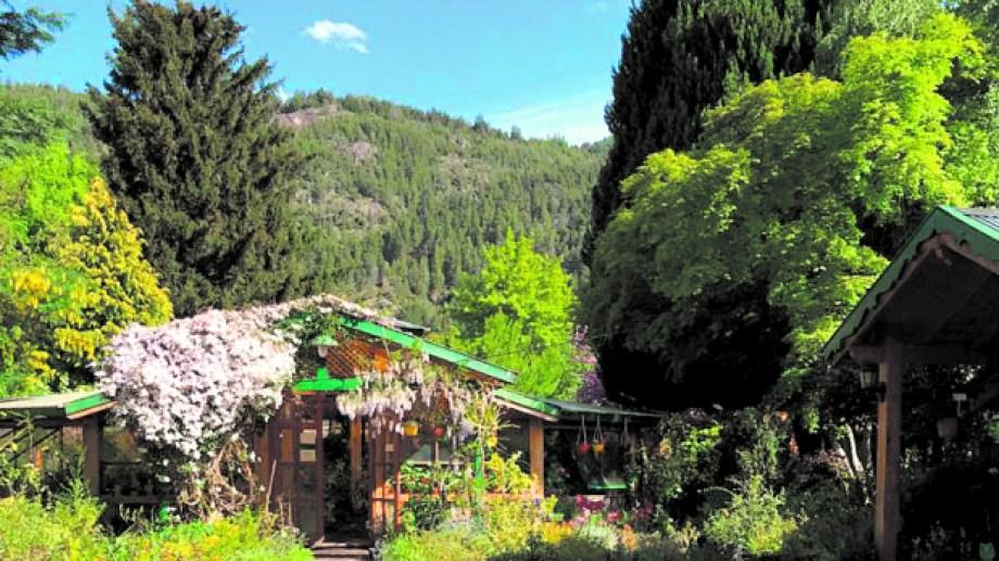 El frente del vivero, una postal hermosa y muy tradicional de San Martín de los Andes, sobre todo para quienes están interesados por la jardinería.