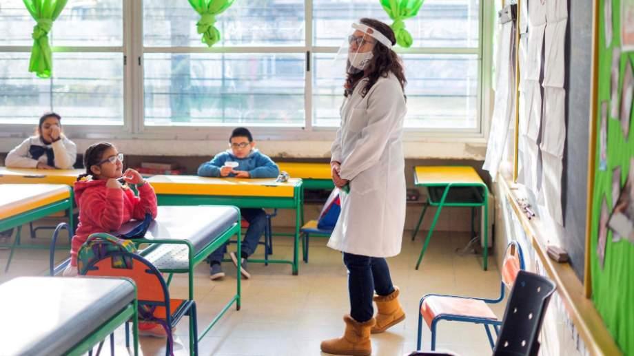 La idea es que las clases vuelvan en marzo y con medidas de prevención.