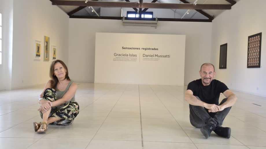 """Graciela Islas y Daniel Mussatti dialogan a través de sus obras en """"Sensaciones registradas""""."""