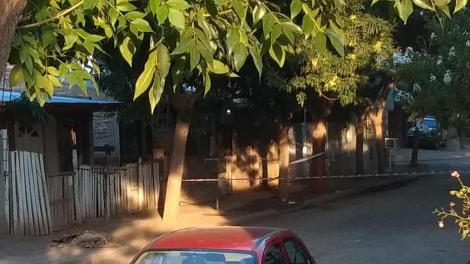 El homicidio se produjo en la calle Traful, de El Chañar, el sábado por la madrugada. (Gentileza San Patricio Medios).