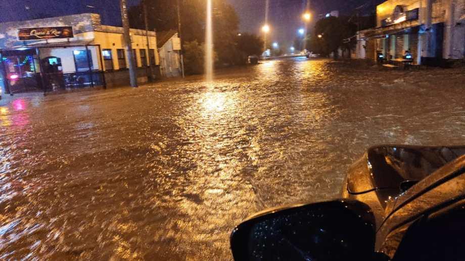 El temporal también castigo al Valle Medio. Fotos y video: gentileza