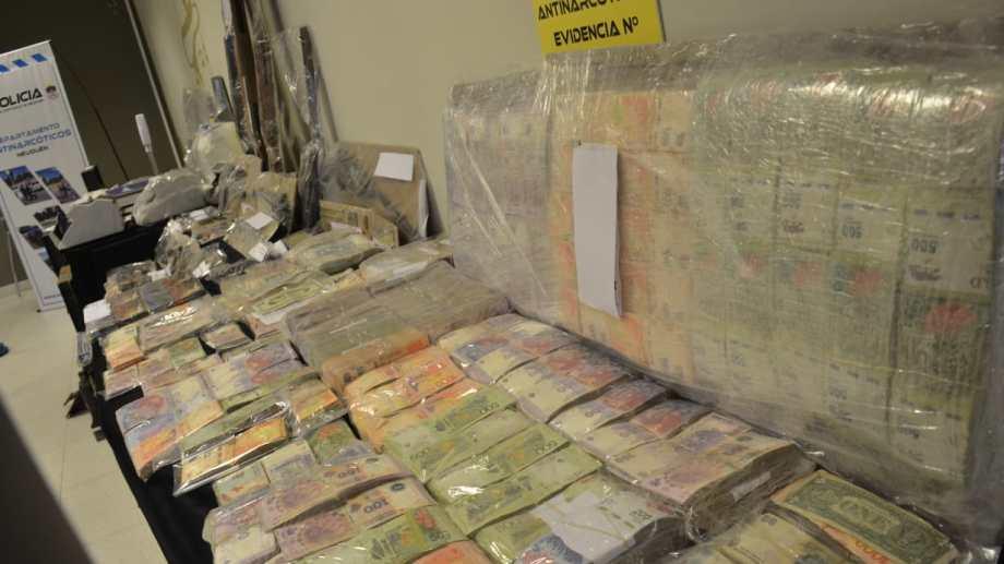 La Policía del Neuquén secuestró más de 10 millones de pesos por drogas en un megaoperativo. (Foto: Yamil Regules).
