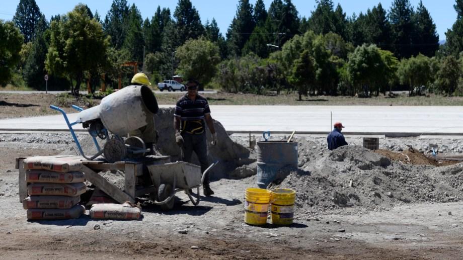 Esta semana siguieron trabajando en las bases de la estructura en Bariloche (Foto: Chino Leiva)