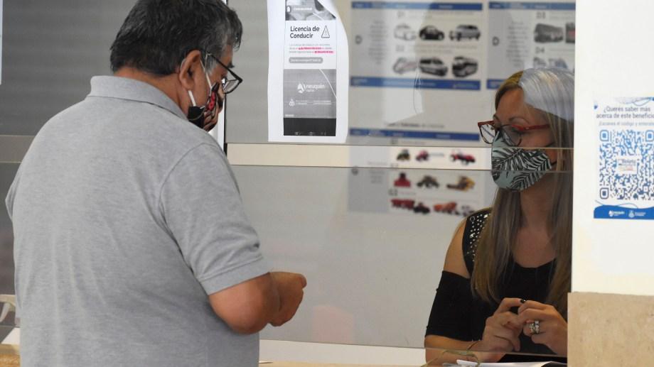 La renovación de las licencias de conducir continuará virtual en Neuquén. (foto Florencia Salto)