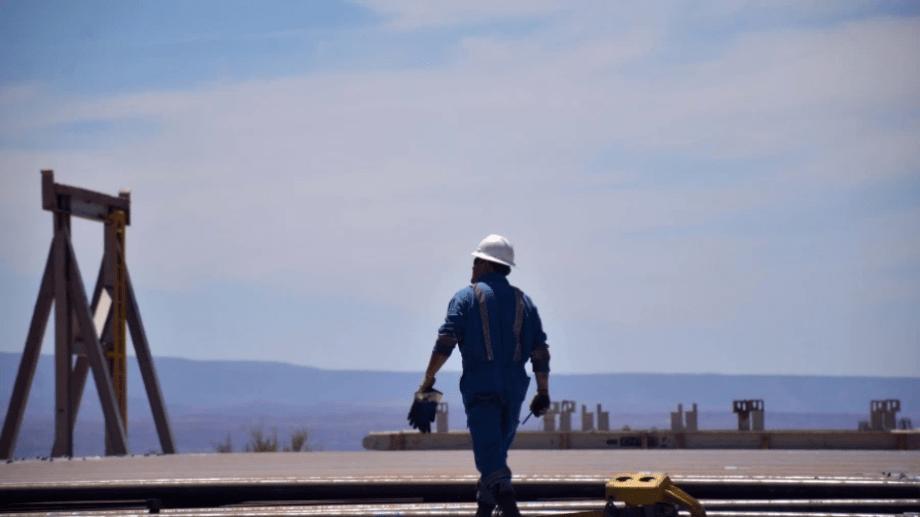 Los petroleros en yacimientos rionegrinos superarían los 5.000, según el sindicato.