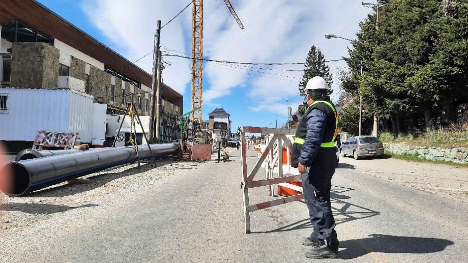 Los trabajos del colector costanero generan algunas complicaciones para circular por la avenida Costanera. Foto: archivo