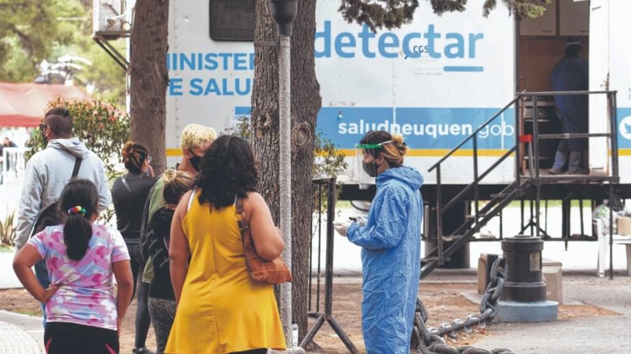 En Neuquén se realizan testos en los trailer de Detectar. (Archivo Florencia Salto).-