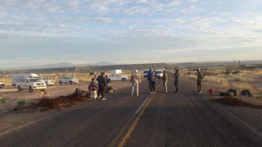 Hoy es el cuarto día de corte de ruta en Rincón de los Sauces. (Foto: gentileza)