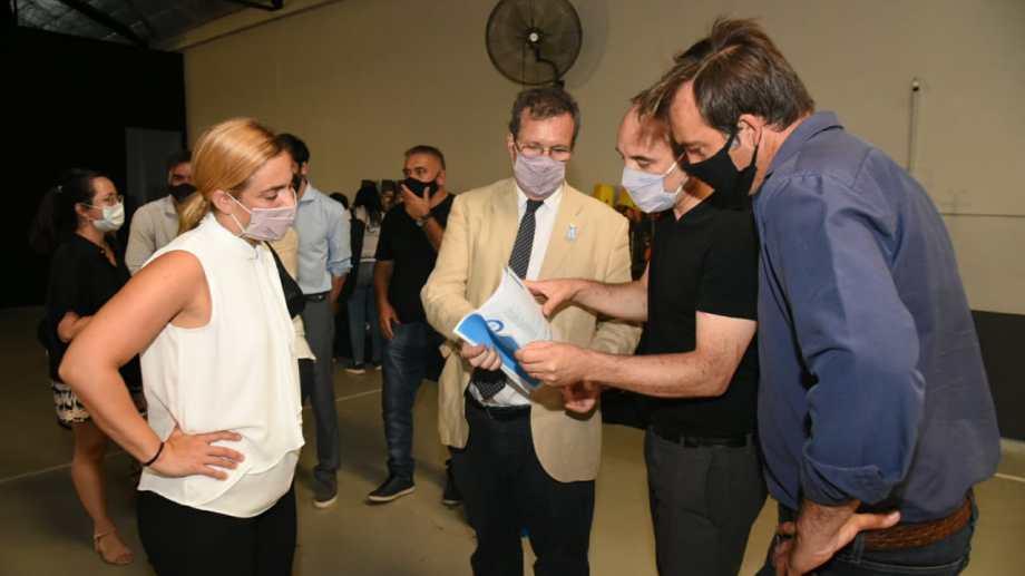 En Roca, la intendenta y el diputado Soria con el ministro Bauer. Participó también el senador Doñate.
