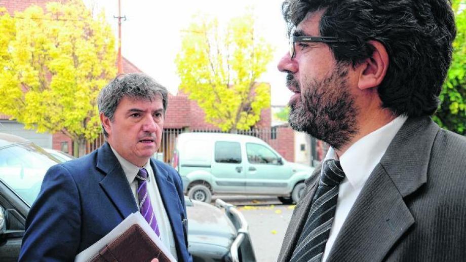 Gómez (izquierda) junto al fiscal jefe Gustavo Herrera.