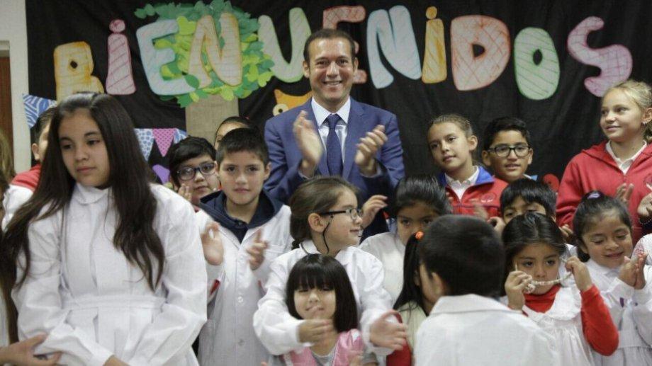 Gutiérrez pidió pensar en los niños, que hace un año que no van a la escuela. (Archivo).-