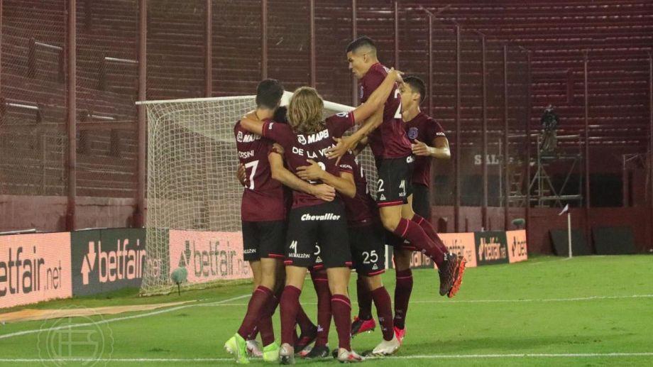 Los jugadores del Grana festejan uno de los cuatro goles anotados en la serie. Foto: Prensa Lanús.