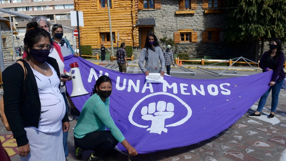 La agrupación Ni una menos pidió el mayor castigo para el comisario de Bariloche imputado por abuso sexual agravado. Foto: Alfredo Leiva
