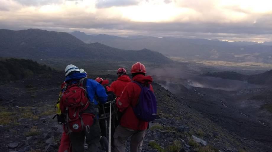 Personal de Parques Nacionales, de la Comisión de Auxilio del Club Andino Bariloche y del Grupo de Montaña de Gendarmería intervinieron en el rescate de la turista lesionada. (Foro archivo)