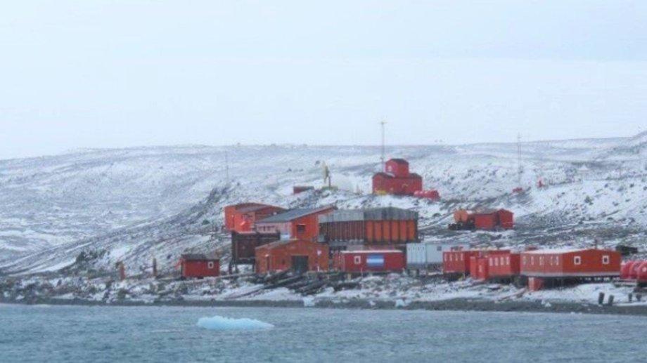 El movimiento telúrico se registró a 210 kilómetros al este de la Base Frei de Chile.