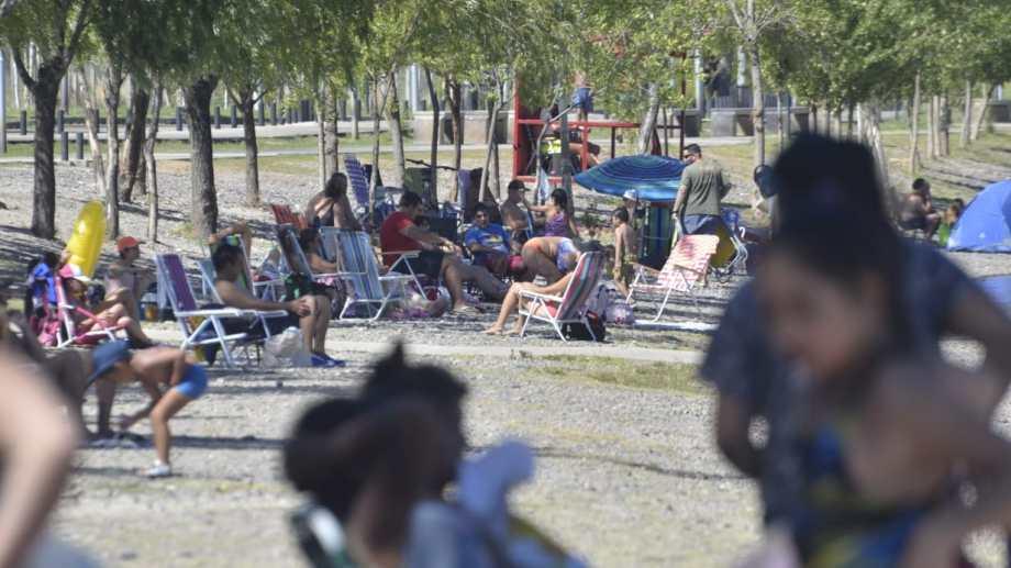 La zona del río en la ciudad de Neuquén ya es hoy una muestra de lo que se vendrá. (Foto Yamil Regules)