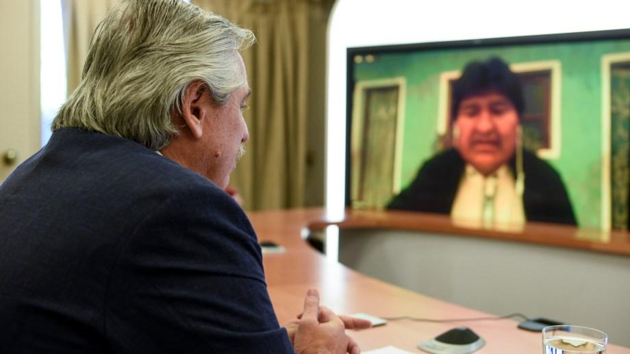 Fernández mantuvo una videoconferencia con Evo Morales, y los legisladores que promueven la iniciativa.