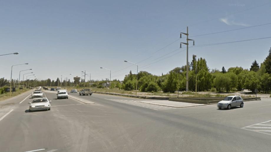 Según la documentación que se encontró el joven de Fernández Oro conducía la moto: Foto: Captura Street View