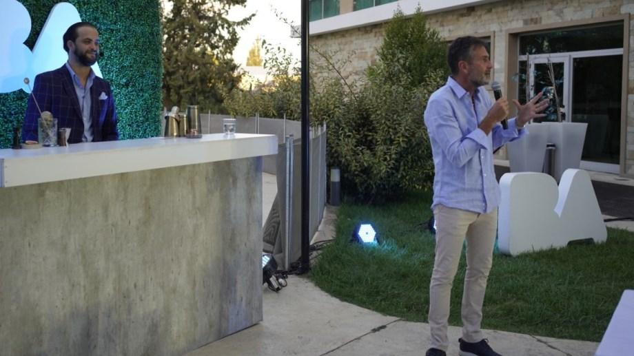 Diego Gutiérrez durante su exposición ante autoridades, prestadores turísticos e invitados al evento.
