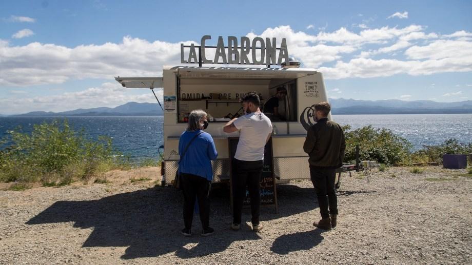 El food truck de La Cabrona es una idea gourmet de la chef Julieta Caruso, que se ubica en el kilómetro 2,100 de Bustillo. Foto: Marcelo Martínez