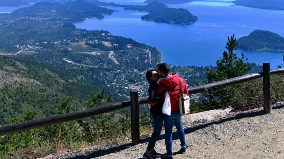 La vista desde el cerro Otto es una de las postales más bellas de Bariloche (Foto: Chino Leiva)