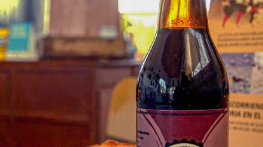 El turista no puede regresar a su lugar de origen sin probar la cerveza artesanal elaborada en Jacobacci. Foto: Alejandra Díaz.