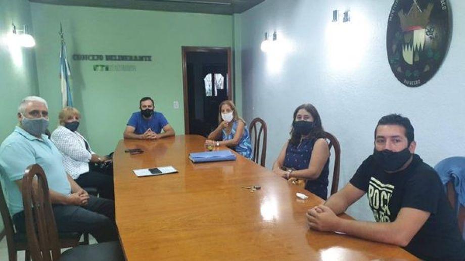 Los integrantes de la Comisión Pro Tren del Valle se reunió en Huergo con el intendente. (Foto gentileza)