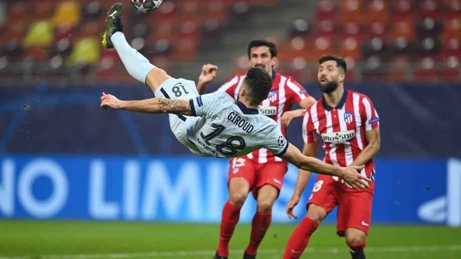 Espectacular chilena de Giroud en el gol del Chelsea que sirvió para derrotar al Atlético Madrid.