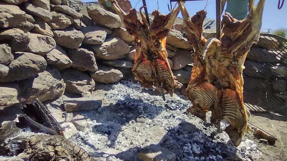 El cordero patagónico al asador, el menú preferido por los turistas.  Foto: Alejandra Díaz.