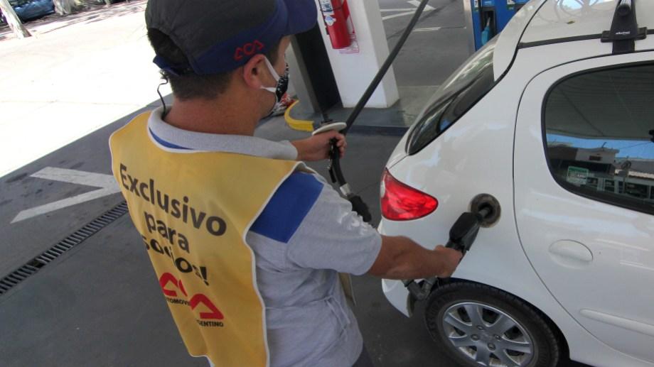 Por segunda vez en el mes y sexta desde que comenzó el año los combustibles volvieron a aumentar. (Foto: archivo)