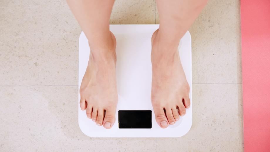 El 58 % de los argentinos tiene exceso de peso, lo que refleja el avance del problema, que ya representa una verdadera epidemia y que además es factor de riesgo del desarrollo de otras enfermedades como diabetes tipo 2, hipertensión arterial, ACV, infarto y algunos tipos de cáncer, entre muchas otras. Crédito de foto: I Yunmai/ Unsplash