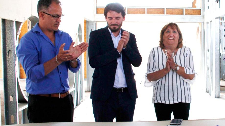 El flamante viceministro de Educación, junto al Ministro de Gobierno, Rodrigo Buteler y la Ministra de Educación, Mercedes Jara Tracchia. Foto Gentileza: Prensa de Gobierno de Río Negro.