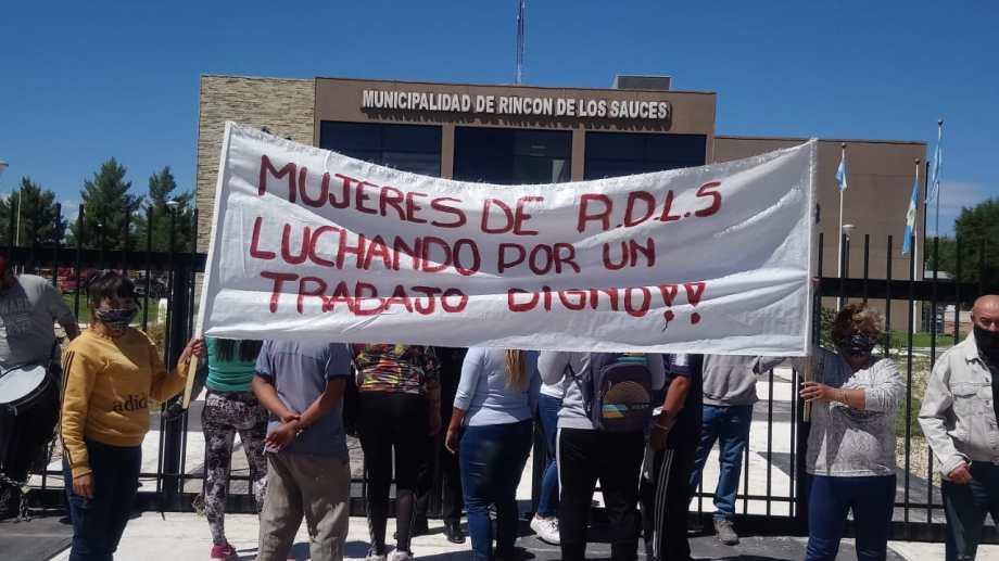 La protesta se trasladó a la municipálidad. Foto: Emilio González