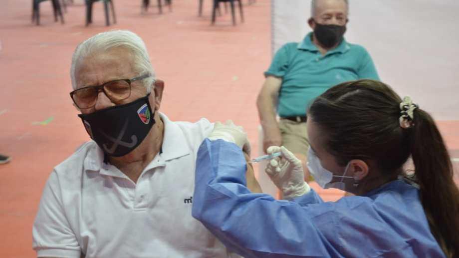 A principios de febrero comenzó el plan de vacunación a adultos mayores en Neuquén Foto archivo: Yamil Regules