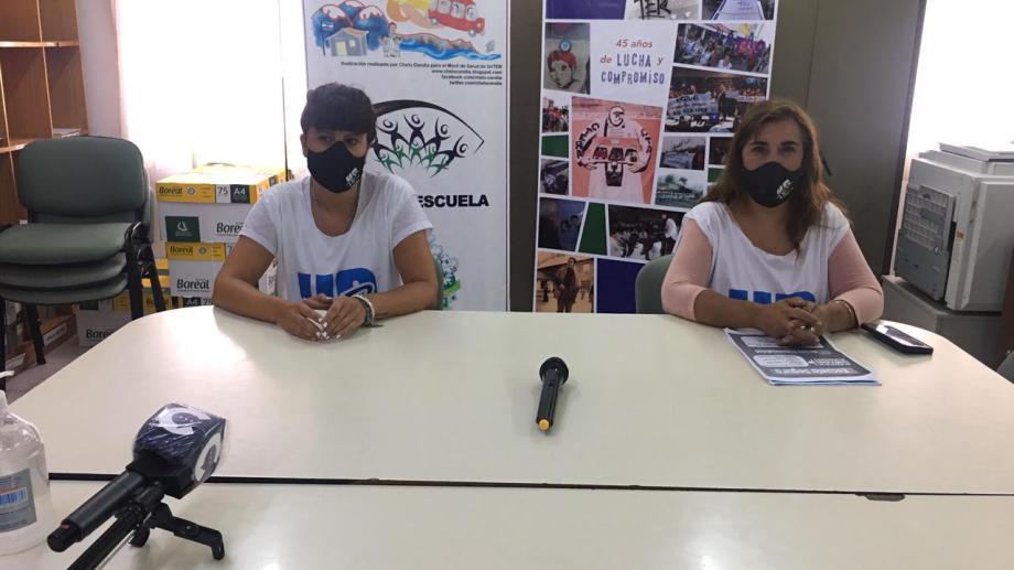 Silvana Inostroza, la secretaria adjunta de Unter Central y  Claudia Asencio, secretaria de Salud.