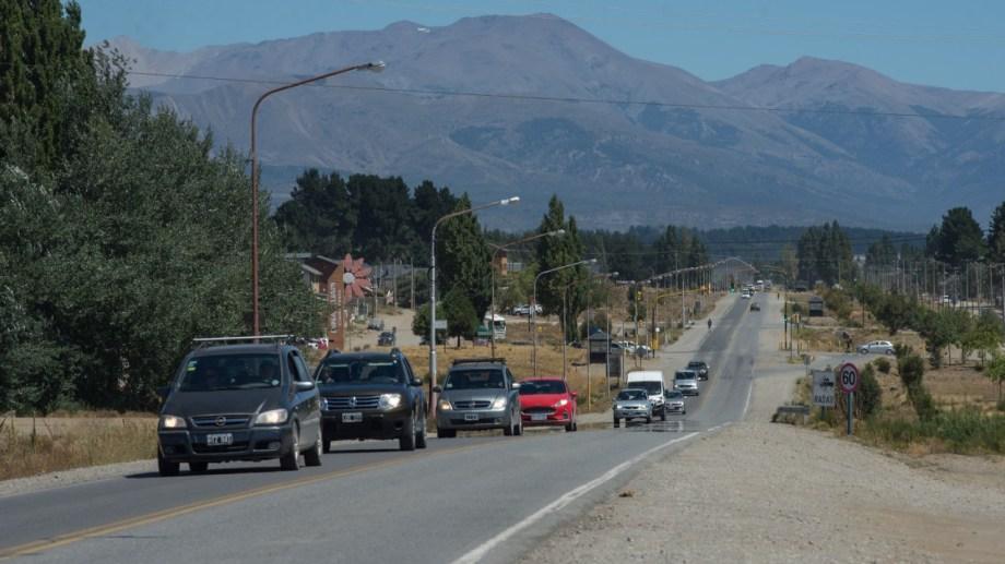 El Gobierno de Río Negro resolvió ampliar en una hora el horario de la restricción para circular en Bariloche y Dina Huapi a partir del viernes. (foto Archivo)