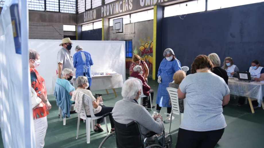El gobernador de Neuquén resaltó que la tarea de los voluntarios es clave en los operativos de vacunación.  Foto: archivo Florencia Salto.