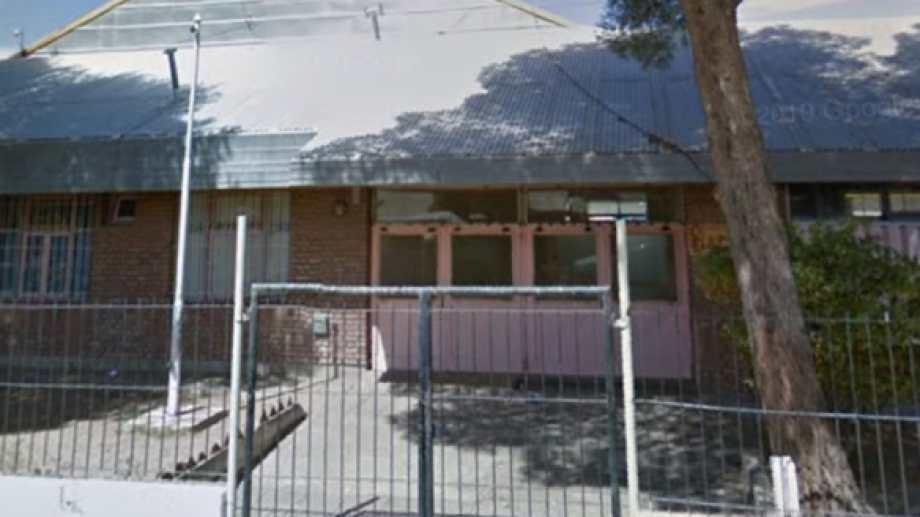 La escuela de Senillosa sufrió ya dos robos . Foto: Captura Street View