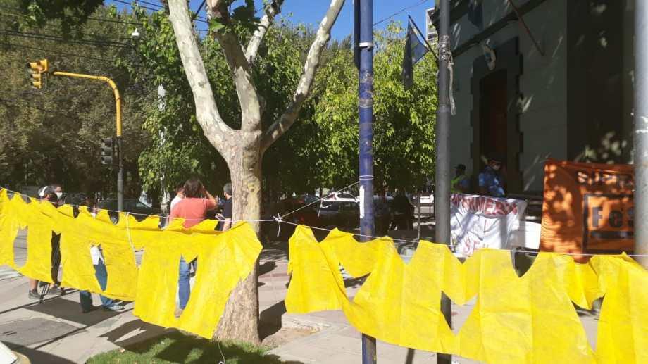 Enfermeros y profesionales unificaron su reclamo en Casa de Gobierno. Foto: Gentileza