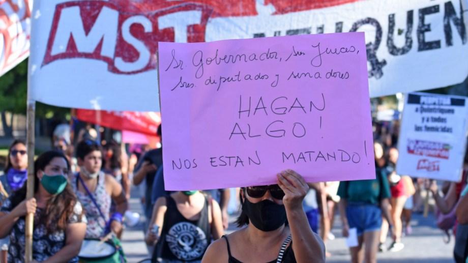 En Neuquén capital la marcha se realizó por la tarde y hubo una intervención en Casa de Gobierno. Foto Florencia Salto.