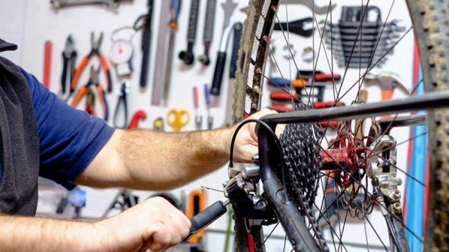 Aprender el oficio de bicicletero es una de las opciones que ofrecerá el Municipio de Neuquén. (Gentileza).-
