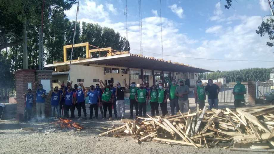 Trabajadores de Senasa, bloquean los ingresos a la Aduana de Regina. (Foto gentileza)
