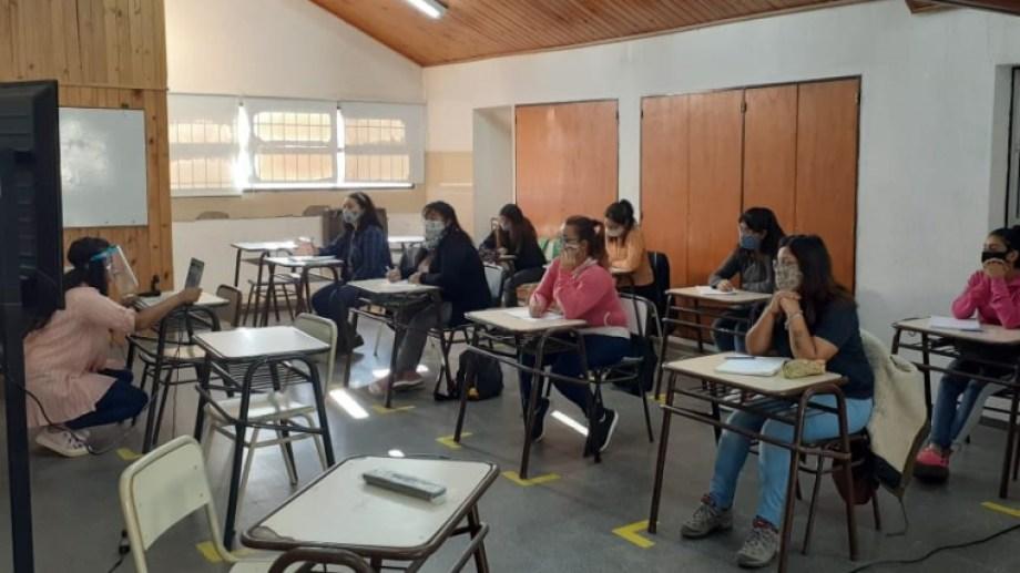 Las clases se dictan en forma presencial y virtual. Foto: Gentileza.