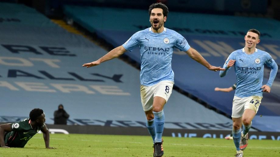 Gundogan metió 2 y es el goleador del City en la Premier. (Foto: AP)