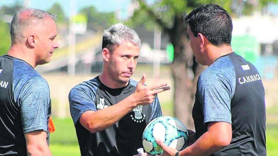 El Huracán de Damonte se enfrenta hoy a Estudiantes de San Luis de Aldo Paredes.
