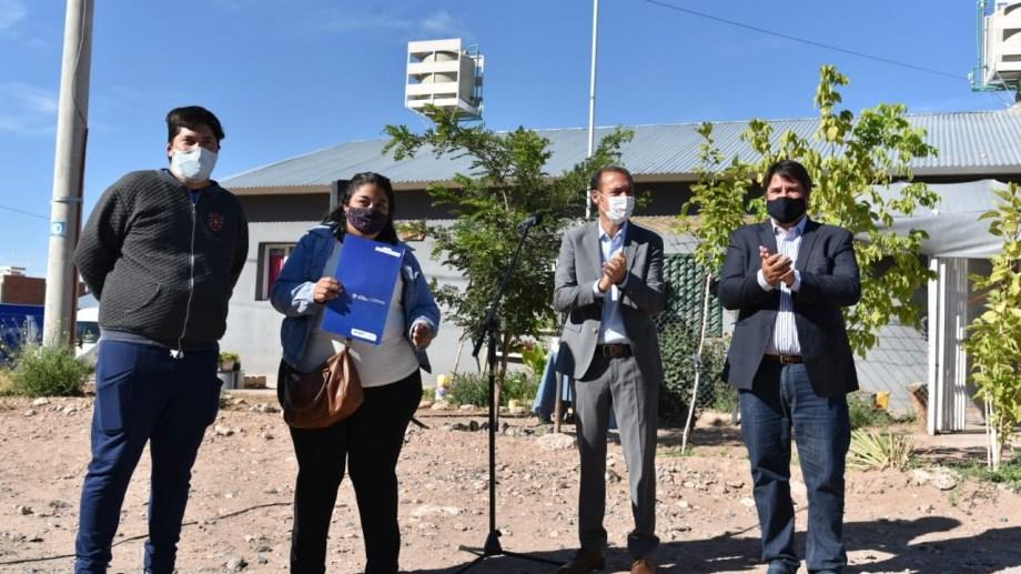 El gobernador Omar Gutiérrez y el intendente Mariano Gaido inauguraron ampliación de la red de gas (gentileza)