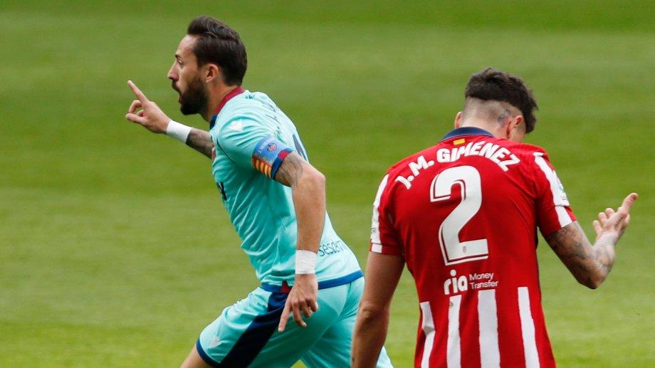 Morales festeja en primer tanto del partido para Levante.
