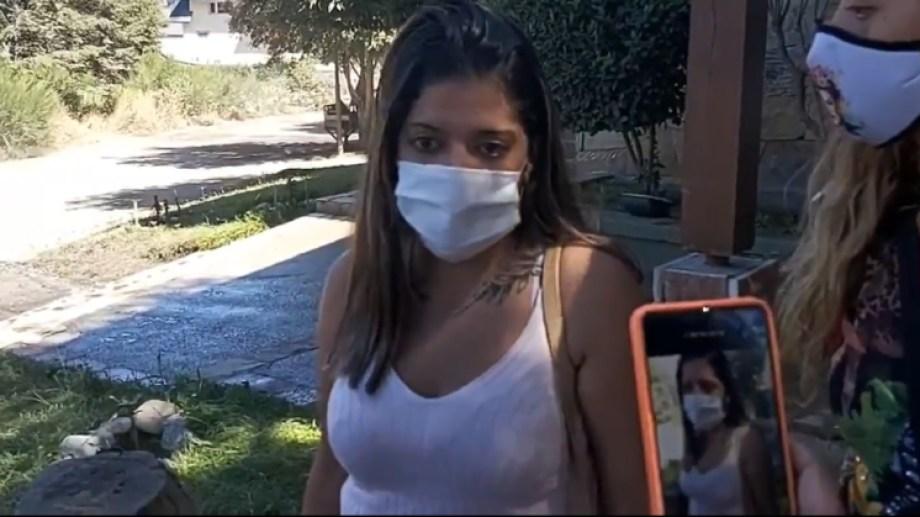 Lucía habló con periodistas afuera de la sede judicial, donde recibió el botón de pánico. (Captura @carlasanhuezaa).-
