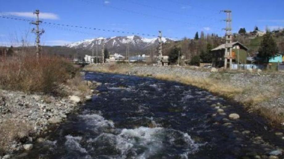 El bajo caudal del río Ñireco afecta a los barrios de Bariloche en la provisión de agua potable. Archivo